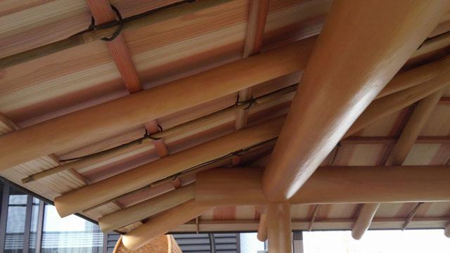 杉の磨き丸太を使った茶室